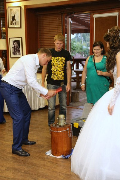 Чеканка монет на свадьбе